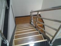 楼梯踏步踢脚线如何安装