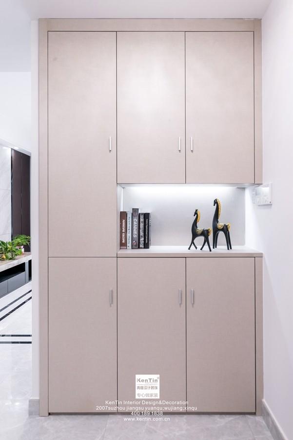 南山维拉现代简约二居室玄关装修实景案例