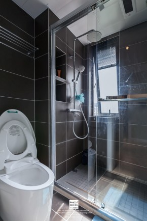 独墅湾现代简约三居室卫生间装修实景案例