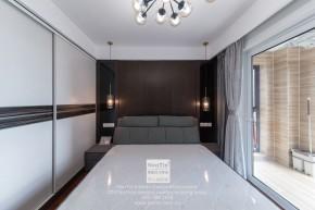 阳光天地现代简约二居室卧室装修实景案例