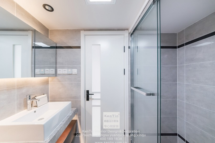 阳光天地现代简约二居室卫生间装修实景案例