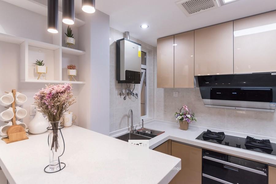 阳光天地现代简约二居室厨房装修实景案例