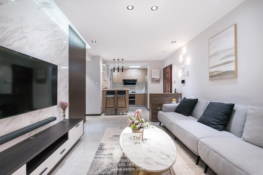 阳光天地现代简约二居室装修实景案例