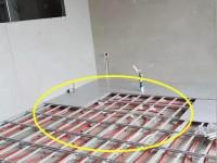 贴瓷砖不一定要用水泥 用框架来干铺也结实